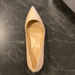 NWT Banana Republic beige kitten heel pumps 8